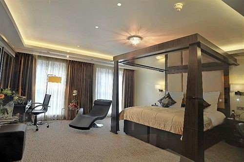 property Bedroom condominium Suite living room Villa