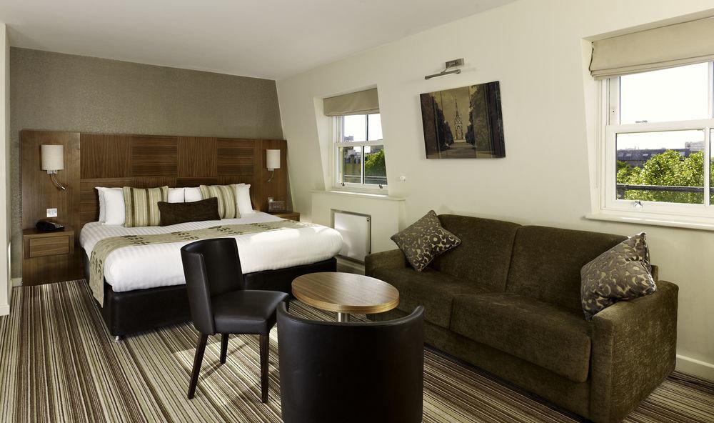 sofa property living room Suite home cottage condominium Villa Bedroom leather