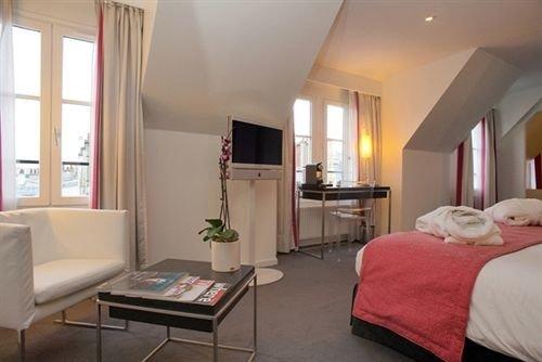 property Suite cottage living room condominium Bedroom Villa