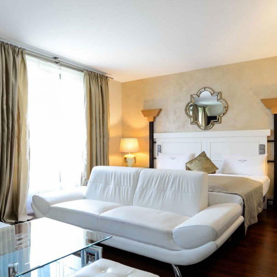 property living room Suite home condominium Bedroom Villa cottage
