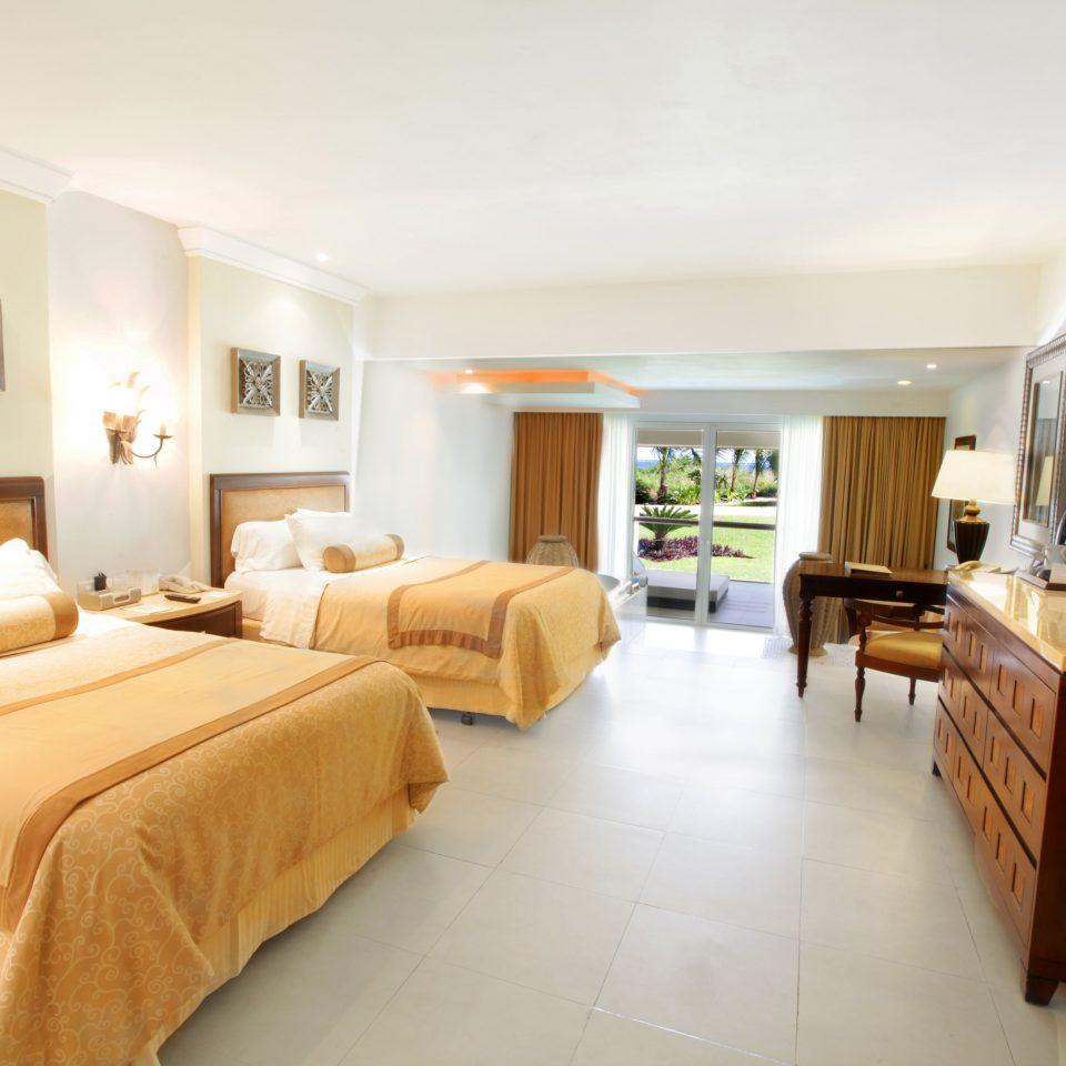 property Bedroom Suite condominium cottage Villa living room