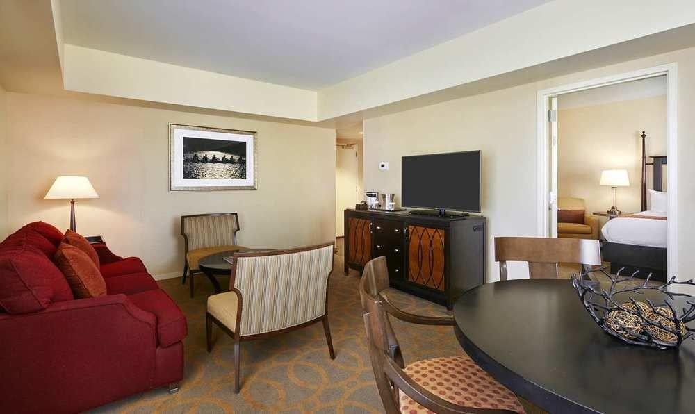 sofa property Suite condominium living room cottage Villa Bedroom