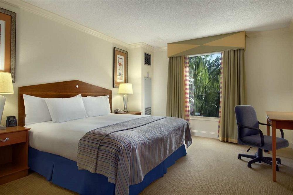 Bedroom property desk Suite cottage condominium Villa containing