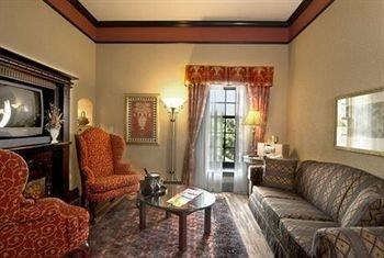 sofa property Suite cottage living room condominium Villa mansion Bedroom