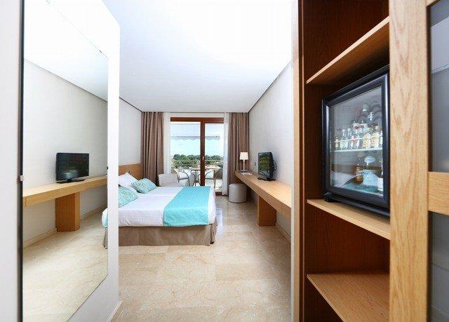 property Bedroom condominium home living room Suite hardwood cottage Villa