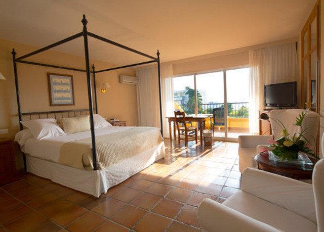 property Bedroom Villa condominium cottage hardwood home living room Suite