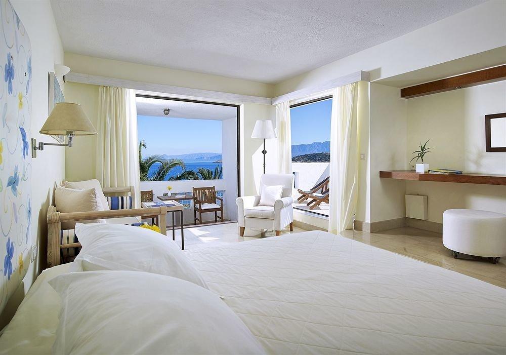 Bedroom property white Suite home cottage condominium Villa living room
