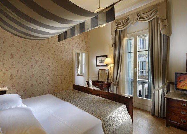property Suite cottage condominium Villa mansion Bedroom