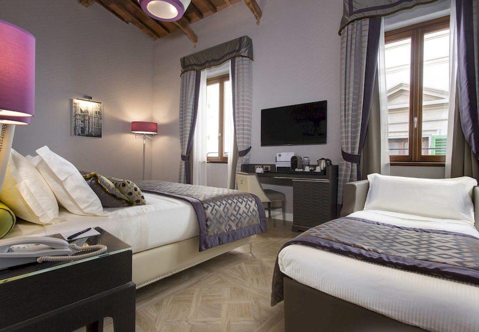property Bedroom Suite cottage home Villa living room condominium
