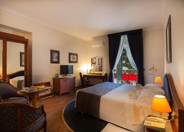 property Suite living room cottage condominium home Villa Bedroom