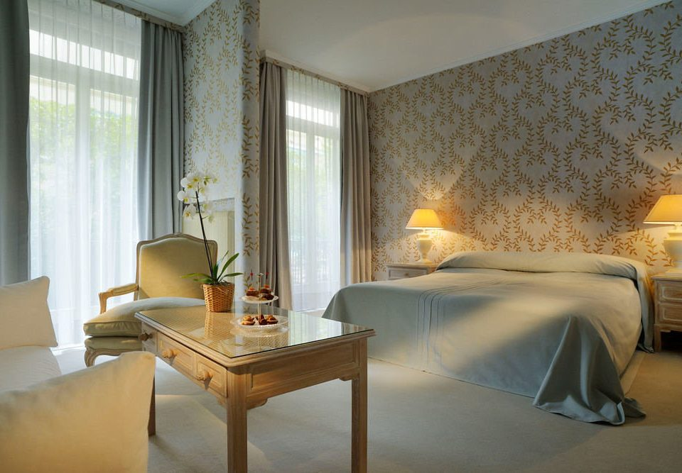 property Suite Bedroom living room Villa cottage condominium lamp