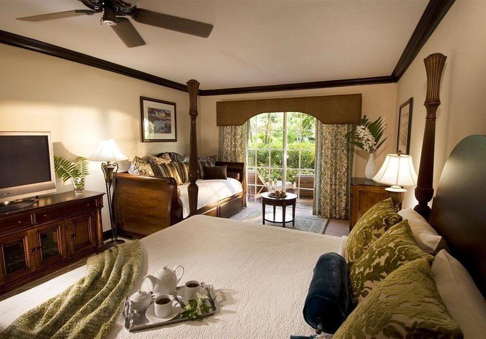 property Bedroom living room home house cottage Villa mansion Suite condominium farmhouse