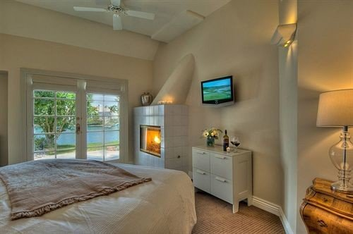 property Bedroom home cottage living room Suite condominium Villa farmhouse