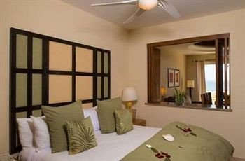 property Bedroom cottage Suite Villa home condominium living room