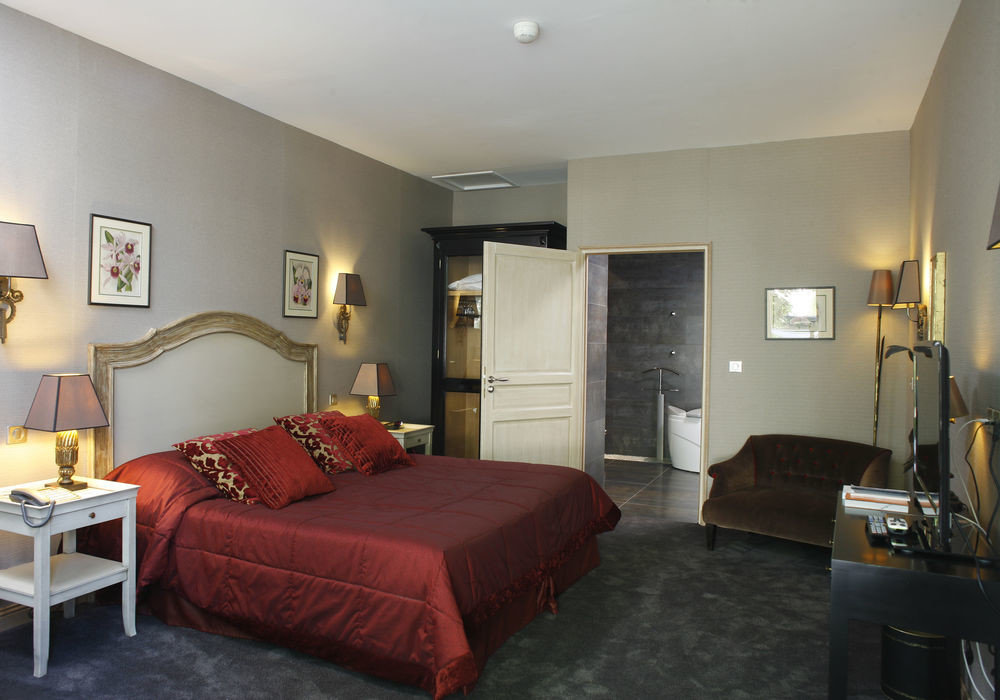 property red Bedroom living room Suite cottage condominium Villa