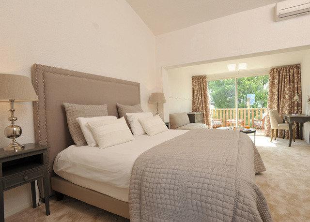 property Bedroom living room Suite cottage hardwood home Villa condominium