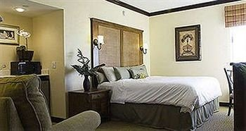 property Bedroom cottage Suite living room home condominium Villa