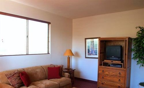 sofa property living room home condominium cottage hardwood Suite Villa Bedroom flat
