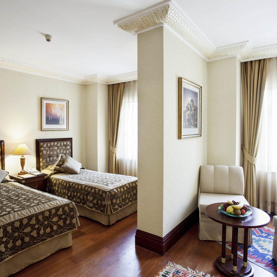 property Suite Bedroom condominium cottage home living room Villa