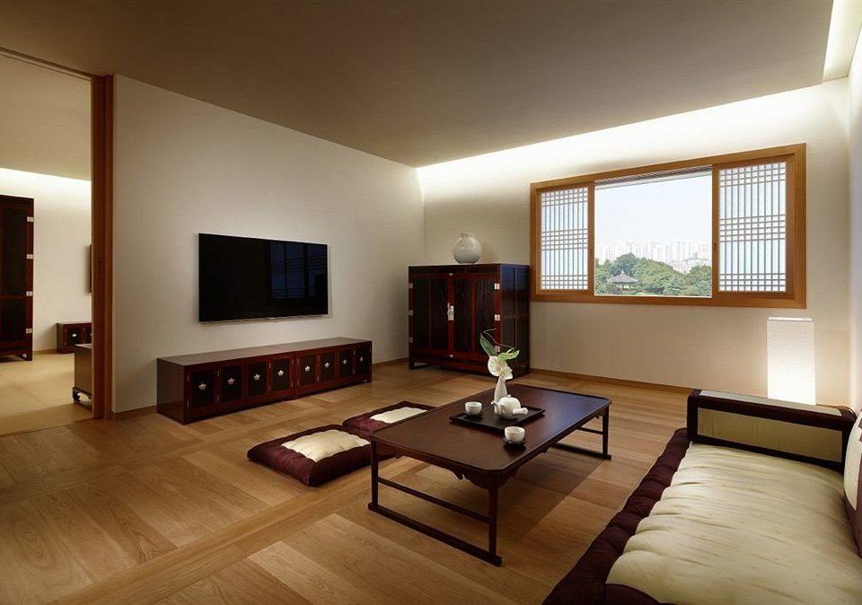 sofa property living room home hardwood flat condominium Suite Villa Bedroom wood flooring cottage leather