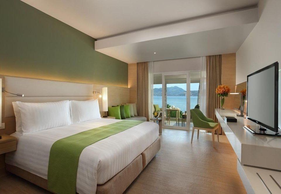 Bedroom sofa green property Suite condominium Villa lamp living room