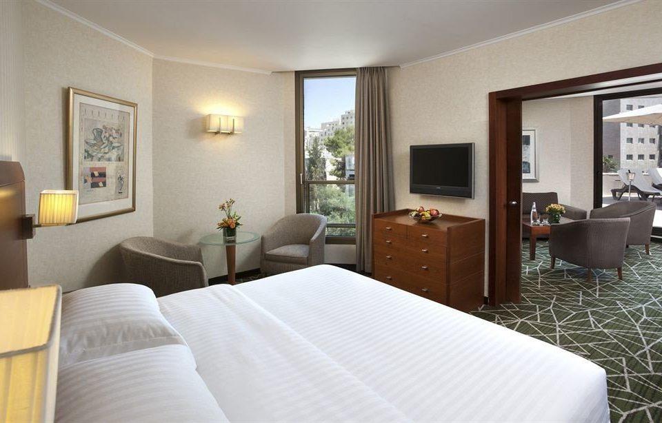 property Bedroom Suite condominium home cottage living room Villa