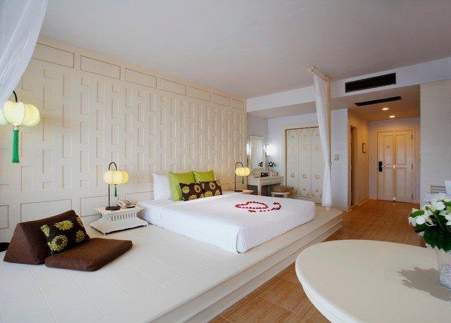 property Suite Bedroom white condominium home cottage living room Villa