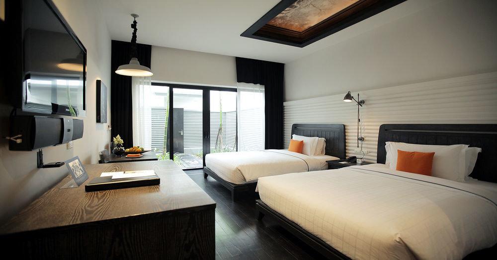 Bedroom property desk Suite home living room condominium Villa cottage