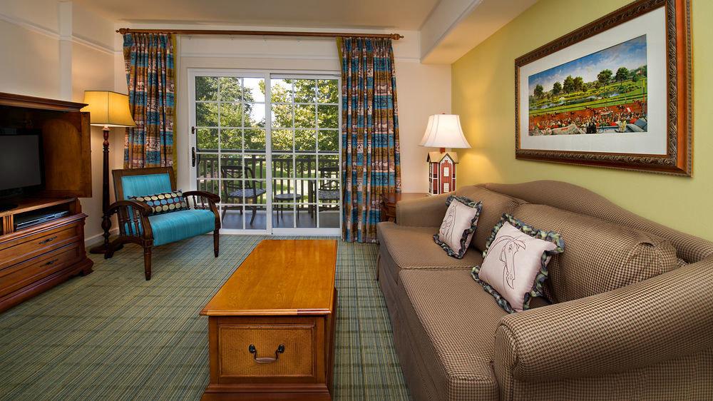 property home living room house Bedroom cottage hardwood condominium Suite Villa lamp