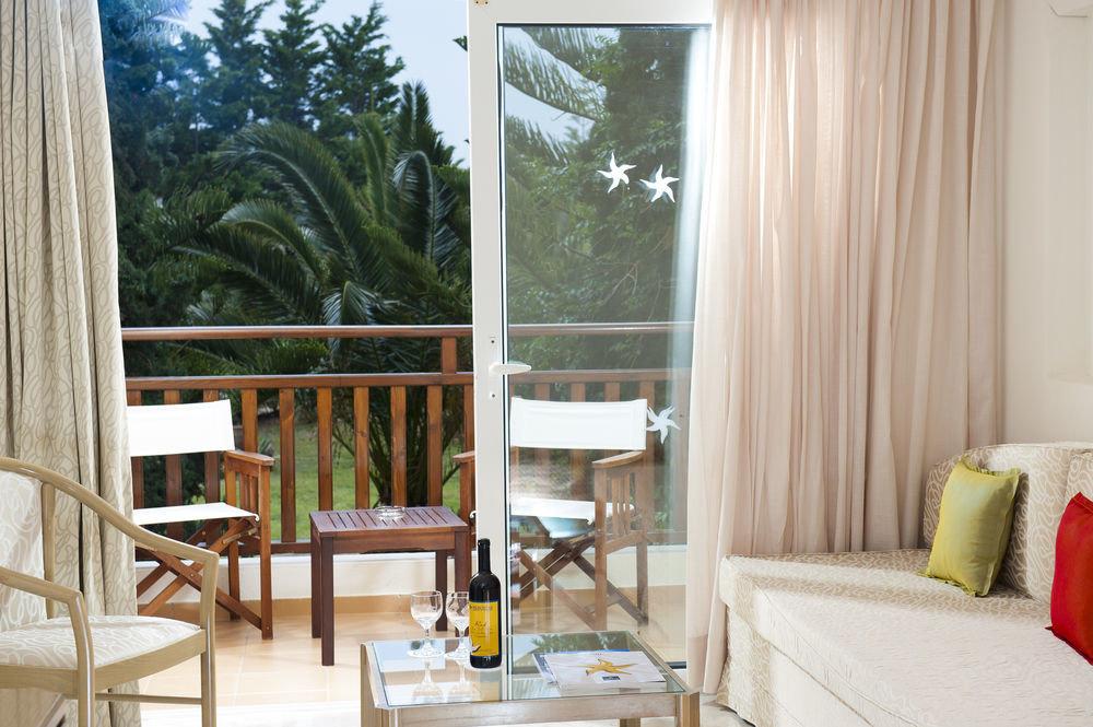 property curtain home cottage Villa condominium Suite Bedroom living room
