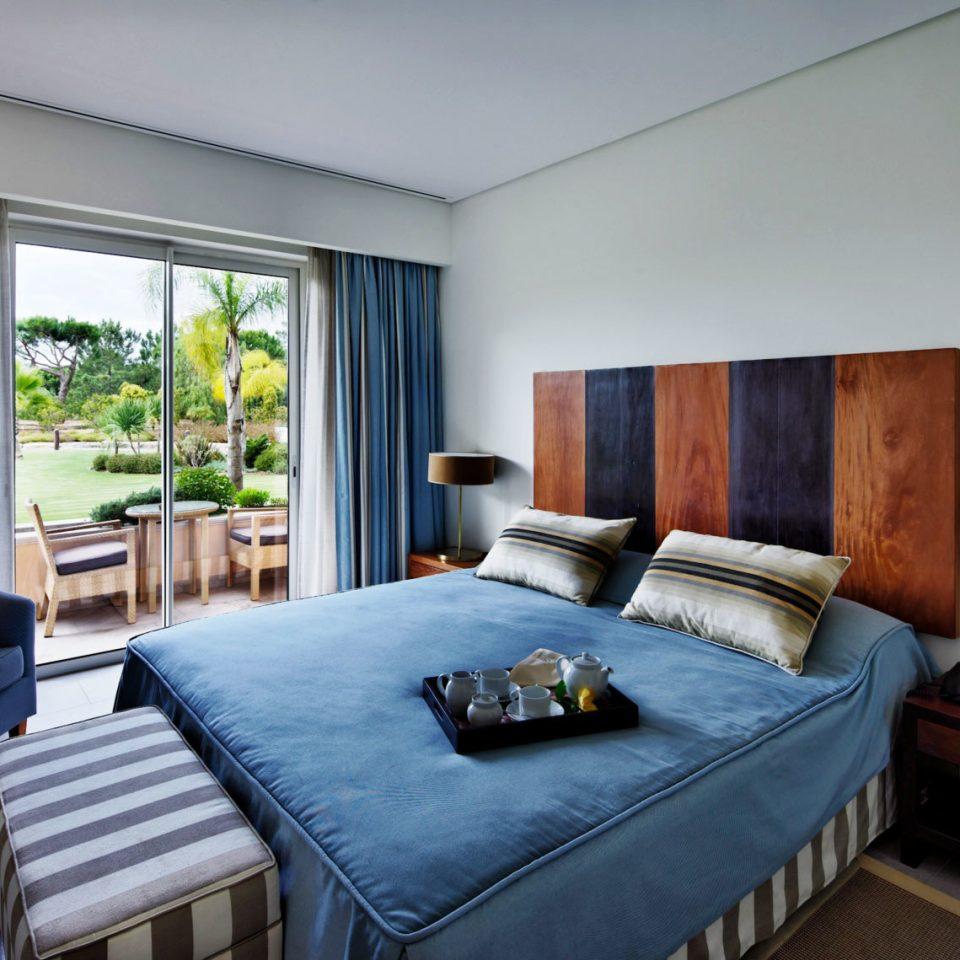 property Bedroom Suite home cottage condominium Villa living room