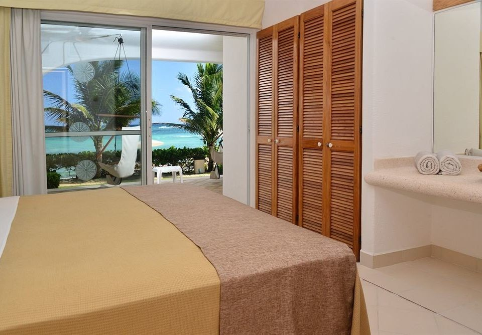 property Suite condominium swimming pool cottage Villa Bedroom