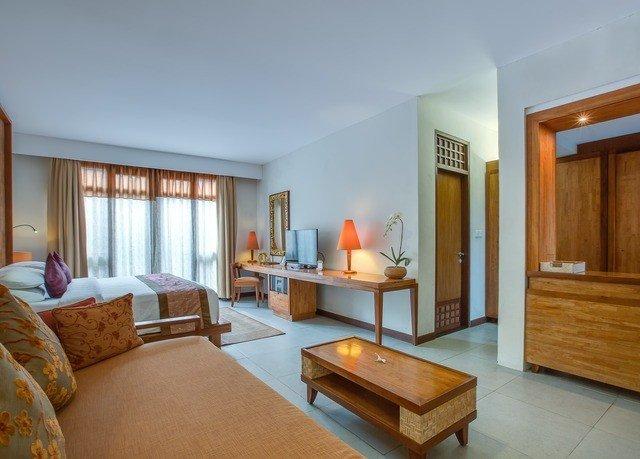 property Bedroom Suite living room home Villa hardwood condominium cottage