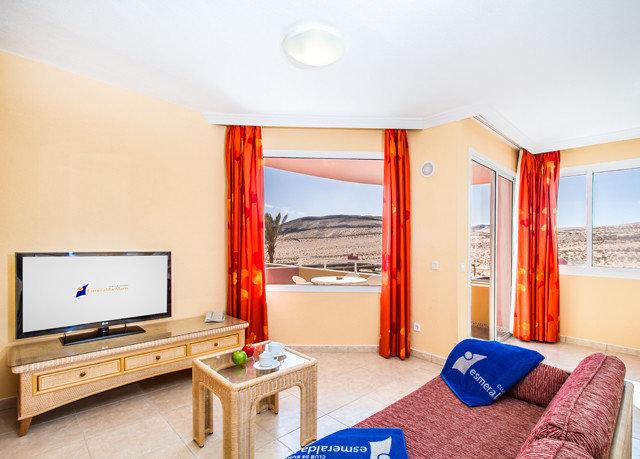 property Suite Bedroom home cottage Villa living room condominium flat