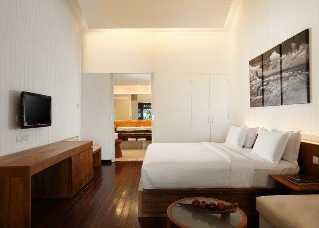 property living room Suite hardwood home cottage condominium Villa Bedroom