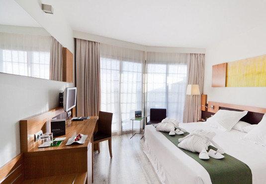 property Bedroom Suite condominium living room home cottage Villa