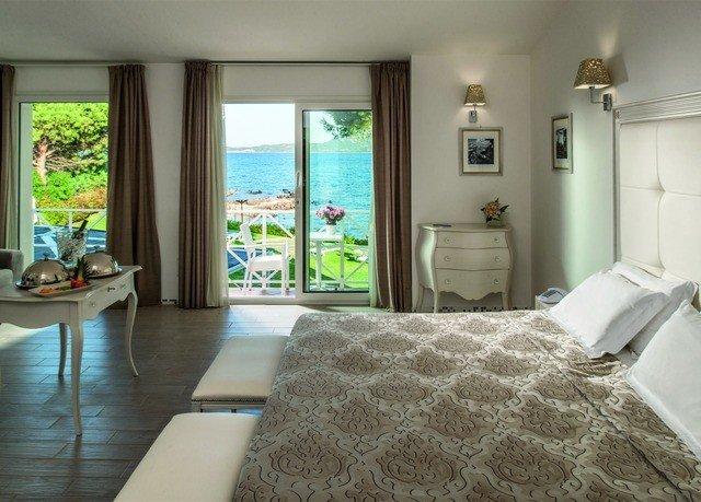 property condominium Bedroom cottage home Villa Suite mansion