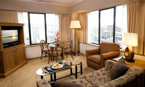 sofa property living room condominium Suite home cottage nice Bedroom Villa flat