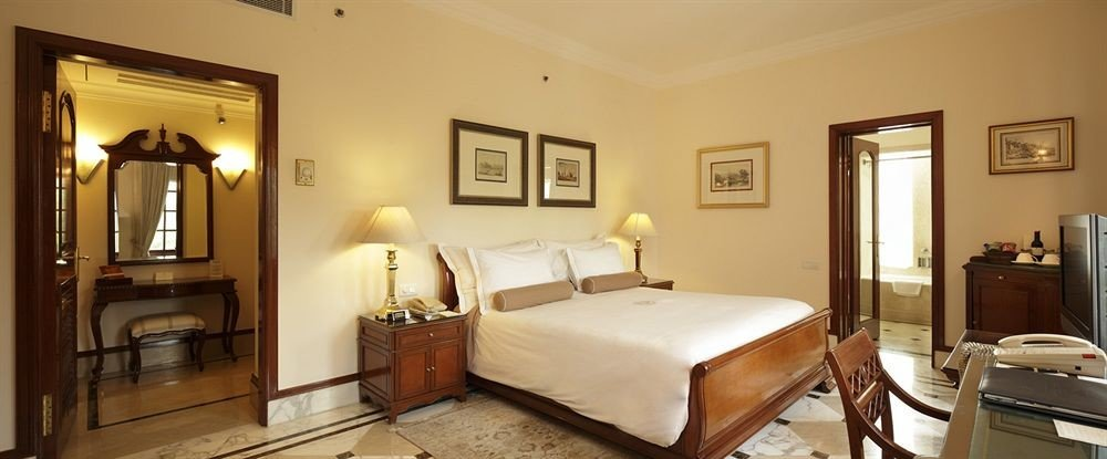 property Bedroom Suite cottage home farmhouse Villa living room containing