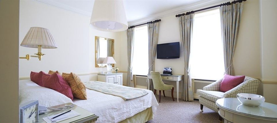 property Suite cottage curtain Bedroom Villa containing