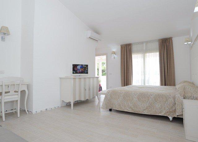 property Bedroom living room hardwood home flooring loft cottage Villa laminate flooring Suite wood flooring