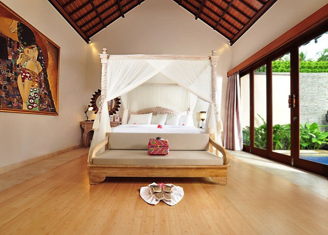 property house living room hardwood home Bedroom Villa cottage wood flooring mansion Suite hard