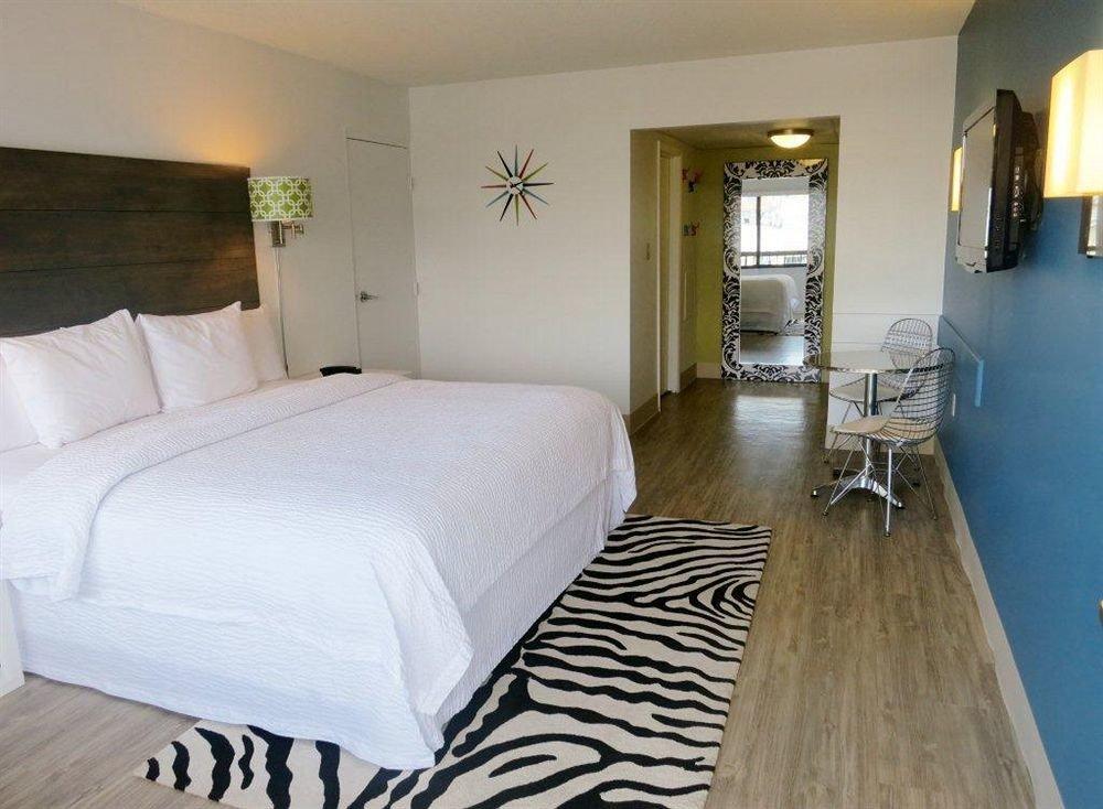 Bedroom property Suite cottage wooden Villa lamp