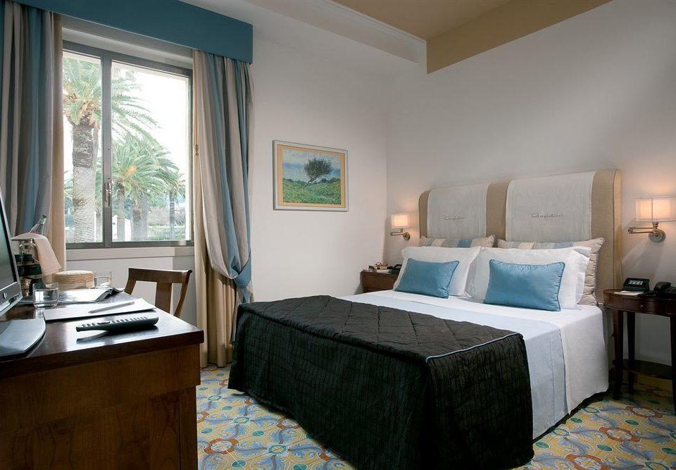 property Bedroom Suite cottage home Villa living room