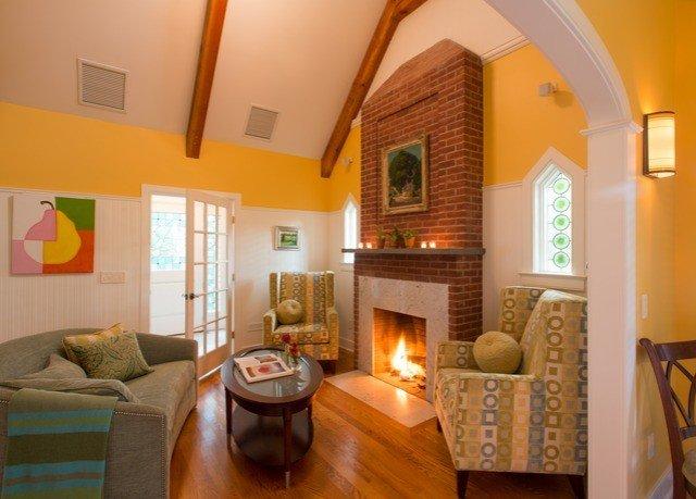 property living room home cottage Villa hardwood Bedroom farmhouse Suite