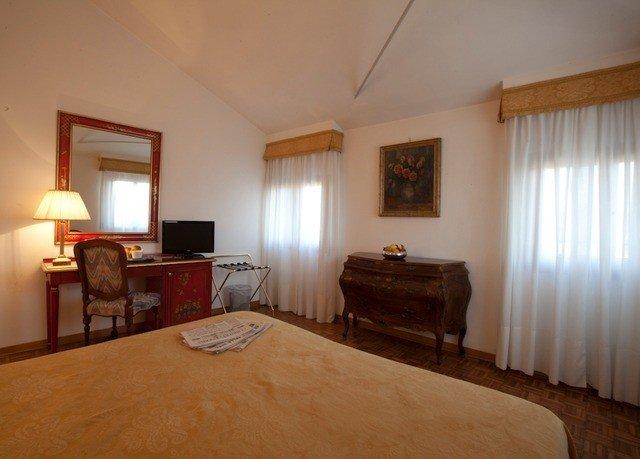property hardwood cottage home Bedroom Suite Villa