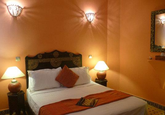 property Bedroom Suite cottage pillow lamp night Villa
