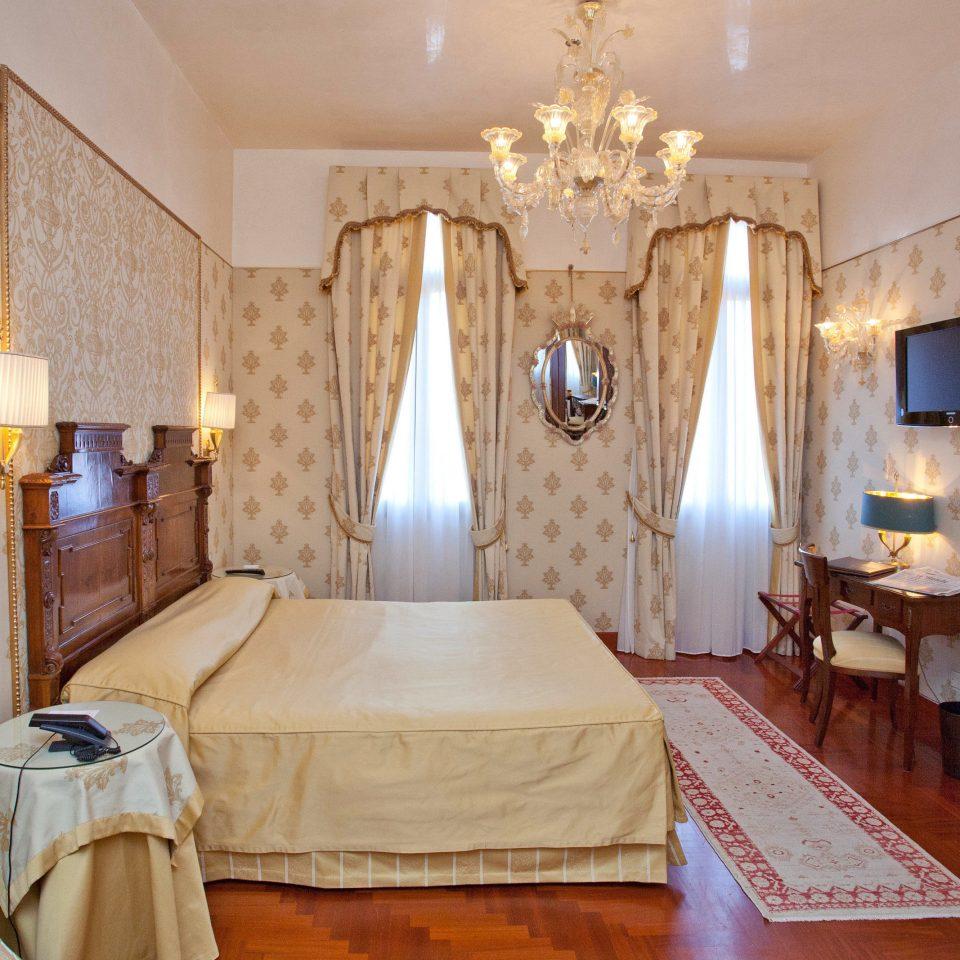 property Suite cottage mansion home Villa Bedroom