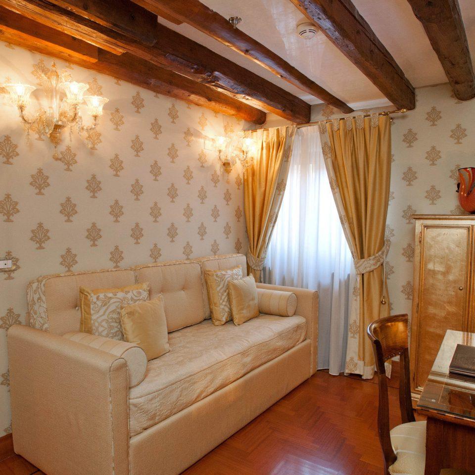 property cottage Suite living room home Bedroom Villa