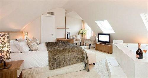 property Bedroom cottage Suite home Villa farmhouse living room